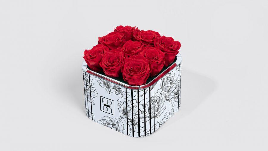 cofanetto con 9 rose stabilizzate profumate