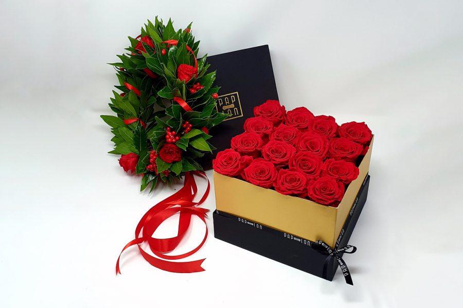 corona di alloro con rose stabilizzate e flowerbox di rose rosse