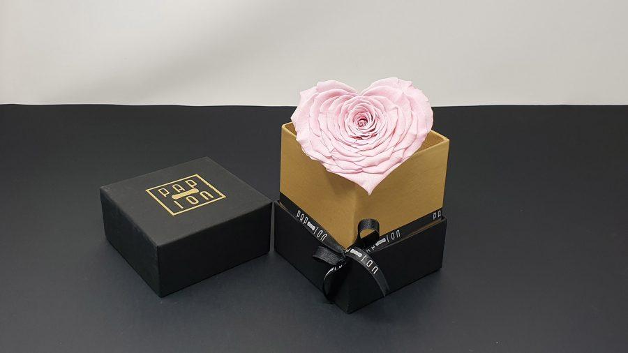 cofanetto-nero-oro-cuore-rosa