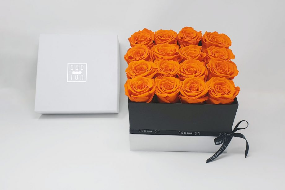 Cofanetto Luxury con 16 rose arancio