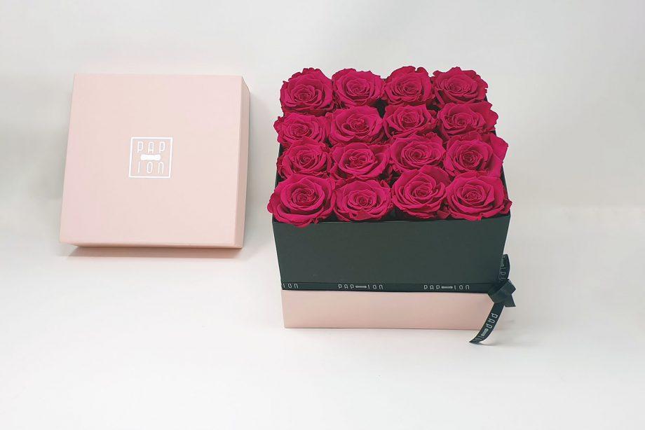Cofanetto Luxury con 16 rose rosso vinaccio