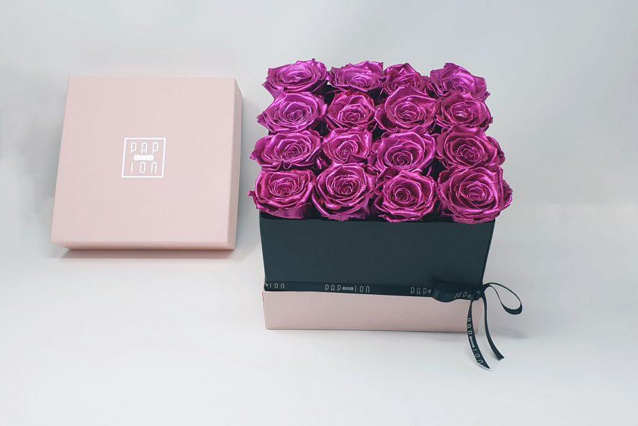 Cofanetto Luxury con 16 rose rosa metallizzate