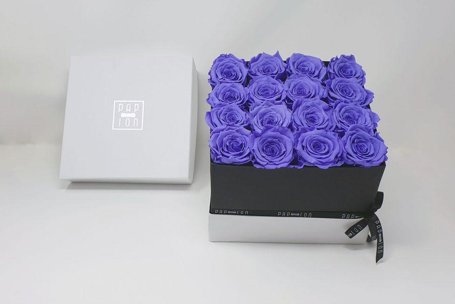 Cofanetto Luxury con 16 rose viola pastello