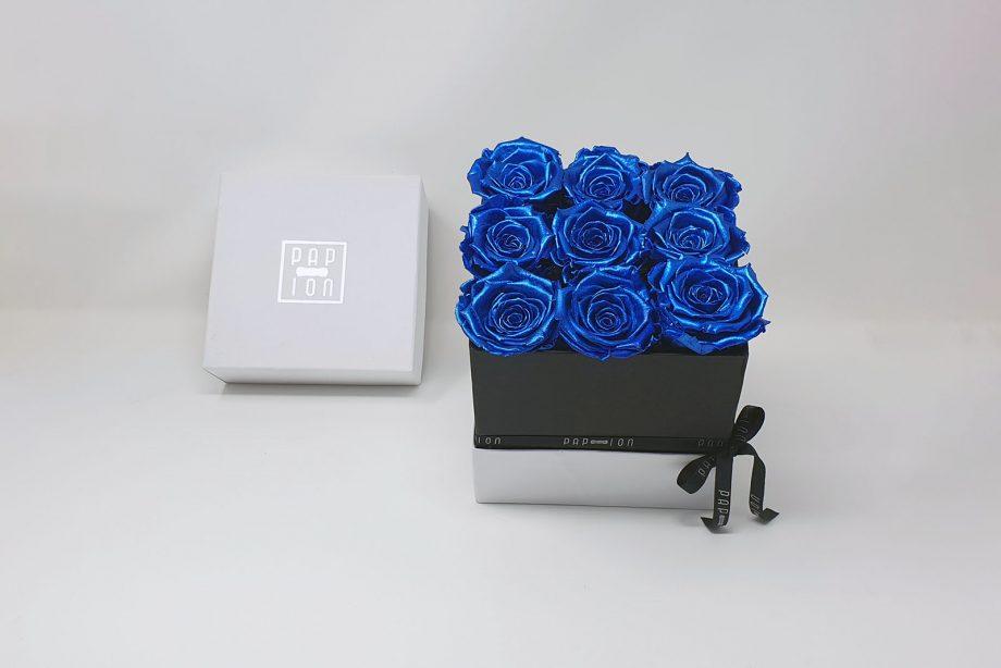 Cofanetto Deluxe con 9 rose blu metallizzate