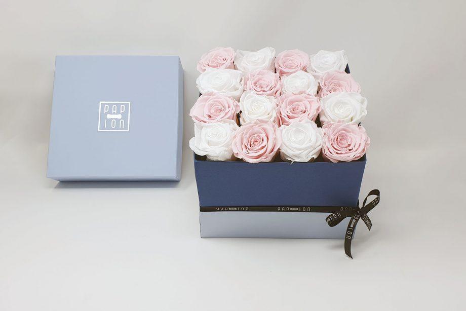 Cofanetto Luxury con 8 rose bianche e 8 rose rosa